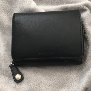 Vtg 📍Coach leather wallet  — roomy📍yet small!